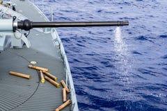Увольнянный карамболь от военного корабля в море Стоковая Фотография