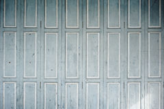 увяданные покрашенные штарки уравновешивают белое деревянное Стоковое Изображение