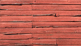 Увяданный выдержанный красный siding доски амбара с разделениями и отказами Стоковые Фотографии RF