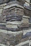 Угловая структура дома Текстура - искусственное façade декоративного камня текстура предпосылки каменной стены серого цвета груб Стоковая Фотография