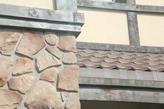 Угловая структура дома Текстура - искусственное façade декоративного камня текстура предпосылки каменной стены серого цвета груб Стоковая Фотография RF