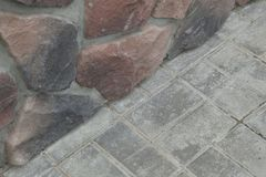 Угловая структура дома Текстура - искусственное façade декоративного камня текстура предпосылки каменной стены серого цвета груб Стоковые Фото