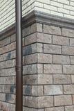 Угловая структура дома Текстура - искусственное façade декоративного камня текстура предпосылки каменной стены серого цвета груб Стоковое Изображение RF