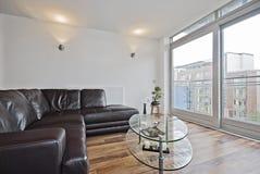угловойое живущее самомоднейшее soafa комнаты Стоковое Фото