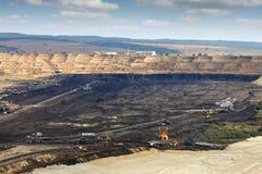 Угольная шахта открытого карьера с тяжелой техникой Kostolac Сербией Стоковые Изображения