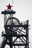 Угольная шахта colliery силуэта с колесами и советской звездой стоковое фото rf