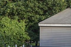 Угол дома в саде стоковая фотография