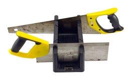 Угол коробки митры отрезал инструмент и ручные пилы на белизне Стоковая Фотография