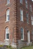 Угол кирпичного здания Стоковые Изображения