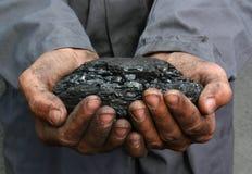 Уголь в руках стоковое изображение rf