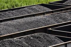 Уголь Западной Вирджинии в железнодорожных бункерных вагонетках Стоковая Фотография RF