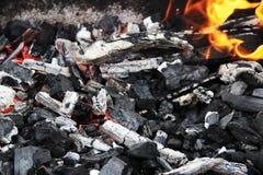 Уголь на пожаре Стоковое фото RF