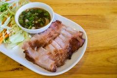 Угл-кипеть шея свинины и пряный соус (зажаренный свинина) Стоковое Фото