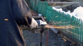 Угловая машина искрится старый металл видеоматериал