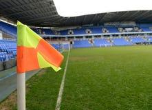 Угловой флаг в футбольном стадионе Стоковая Фотография RF