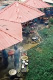 Удаленный рынок деревни на Юго-Восточной Азии стоковая фотография
