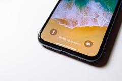 Удар до раскрывает самое последнее iPhone x 10 Стоковые Фотографии RF