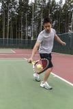 удар слева вручил одиночный теннис Стоковая Фотография