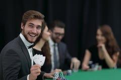 Удачливый игрок с выигрывая комбинацией Стоковое Изображение RF