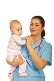удерживание девушки доктора младенца Стоковая Фотография