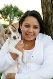 удерживание девушки собаки Стоковое фото RF
