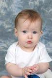 удерживание девушки украшения младенца стоковая фотография
