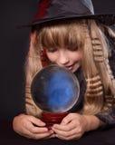 удерживание девушки шарика кристаллическое Стоковое фото RF