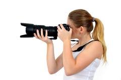 удерживание камеры предпосылки красивейшее изолированное над детенышами белой женщины фото Стоковое Изображение RF