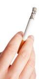 удерживание сигареты Стоковое Изображение