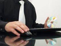 удерживание фронта диска компьютера бизнесмена Стоковая Фотография RF