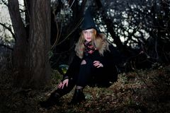 удерживания halloween даты принципиальной схемы календара жнец мрачного счастливого миниатюрный говорит положение косы Ведьма Стоковое Изображение