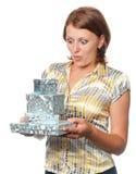 удивленная девушка подарков Стоковое Фото