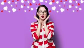 Удивленная женщина с сердцами Стоковая Фотография RF