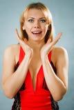 Удивленная милая женщина в красном платье Стоковое Изображение RF