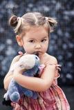 удивленный красный цвет волос платья младенца белокурый Стоковое Изображение