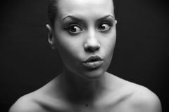 удивленный портрет девушки красотки стоковое фото rf