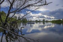 Удить в трудном месте река рыболова drava Хорватии шлюпки стоковая фотография