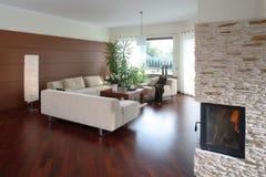 удобная живущая самомоднейшая комната Стоковое Фото