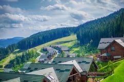 Удобные дома в прикарпатских горах Стоковое Изображение RF