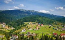 Удобные дома в прикарпатских горах Стоковая Фотография