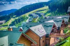 Удобные дома в прикарпатских горах Стоковое Фото