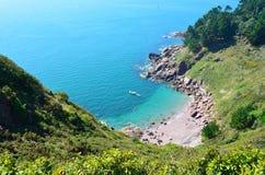 уединенное море шлюпки пляжа голубое Стоковые Изображения