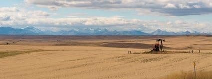 Уединённая нефтяная скважина в Монтане Стоковое Изображение RF