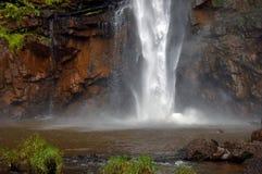 Уединённый водопад Южно-Африканская РеспублЍ заводи Стоковое фото RF
