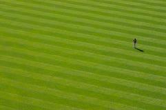 уединённый игрок в дальней части поля Стоковые Фото