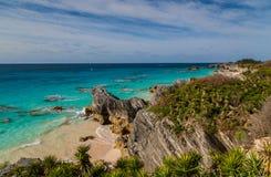 Уединённый южный пляж Бермудских Островов берега Стоковая Фотография
