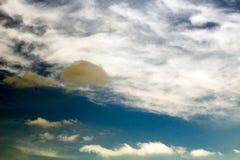 Уединённое дождевое облако Стоковое Изображение RF