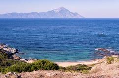 Уединённый маленький пляж в Sithonia, Chalkidiki, Греции Стоковые Изображения