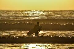 Уединённый серфер Стоковая Фотография RF