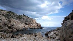 Уединённый скалистый пляж Ibiza Стоковые Изображения RF